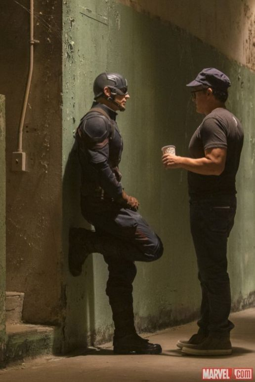 Captain-America-Civil-War-Chris-Evans-and-Anthony-Russo-BTS_1200_1799_81_s