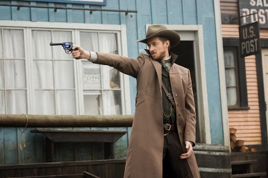 "DC's Legends of Tomorrow -- ""The Magnificent Eight""-- LGN111a_0092.jpg -- Pictured: Arthur Darvill as Rip Hunter -- Photo: Dean Buscher/The CW -- © 2016 The CW Network, LLC. All Rights Reserved"