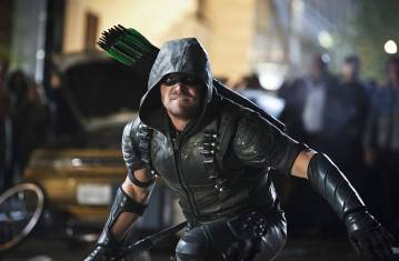 """Arrow -- """"Schism """" -- Image AR423b_0163b.jpg -- Pictured: Stephen Amell as Green Arrow -- Photo: Bettina Strauss/The CW -- © 2016 The CW Network, LLC. All Rights Reserved."""