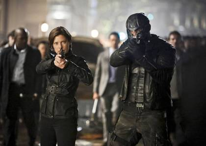 """Arrow -- """"Schism """" -- Image AR423b_0222b.jpg -- Pictured (L-R): Audrey Marie Anderson as Lyla Michaels and David Ramsey as John Diggle -- Photo: Bettina Strauss/The CW -- © 2016 The CW Network, LLC. All Rights Reserved."""