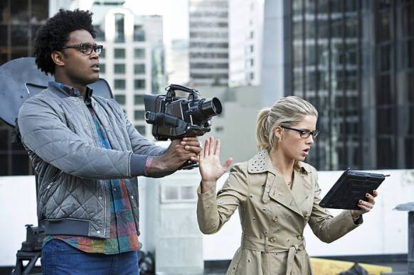 """Arrow -- """"Schism"""" -- Image AR423a_0069b.jpg -- Pictured (L-R): Echo Kellum as Curtis Holt and Emily Bett Rickards as Felicity Smoak -- Photo: Bettina Strauss/The CW -- © 2016 The CW Network, LLC. All Rights Reserved."""