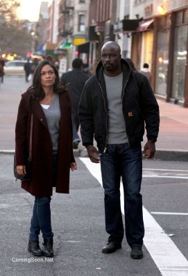 """NEW YORK, NY - DECEMBER 02: Mike Colter, Rosario Dawson filming """"Marvel / Netflix's """"Luke Cage"""" on December 2, 2015 in New York City. (Photo by Steve Sands/GC Images)"""