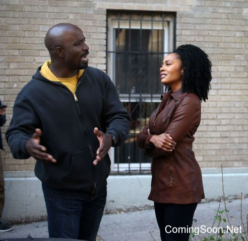 """NEW YORK, NY - NOVEMBER 16: Mike Colter and Simone Missick filming Marvel's """"The Defenders"""" on November 16, 2016 in New York City. (Photo by Steve Sands/GC Images)"""