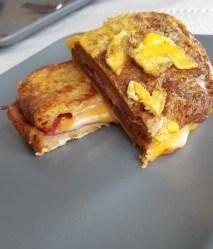 3 peynirli, yumurtalı, dilli, fümeli tost!