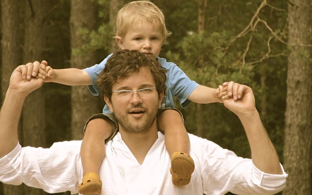 Co czyni mężczyznę ojcem. Życzenia z okazji Dnia Ojca.