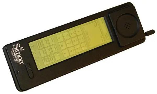 ibm_simon 20年前の元祖スマホと呼べるPDAをご覧ください。なにこれカッコいい