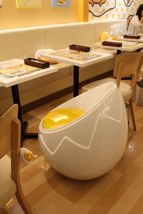hello kitty chairs christmas kitchen chair covers gudetama cafe in japan