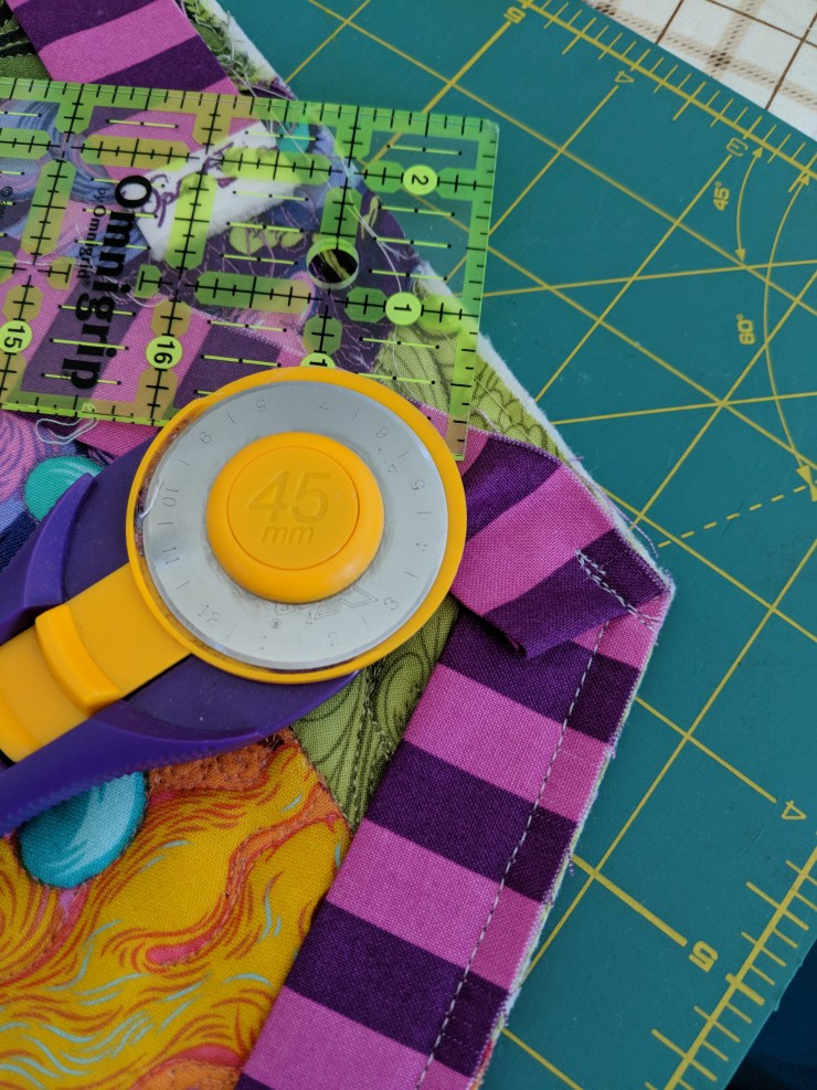 striped quilt binding attached on a 120 degree corner. tula pink fabrics. quilt by geeky bobbin
