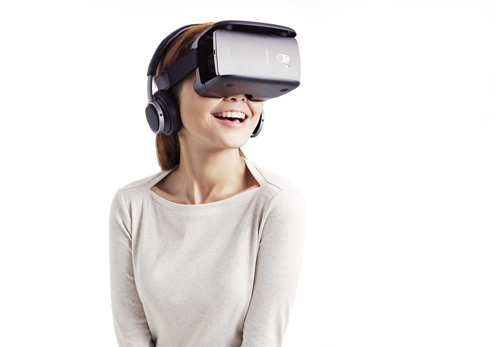 Five_Cool_Facts_about_Virtual_Reality_female