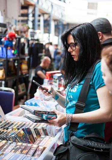 Heidi stopXwhispering retro game shopping