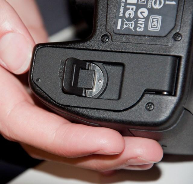 SD1 battery door