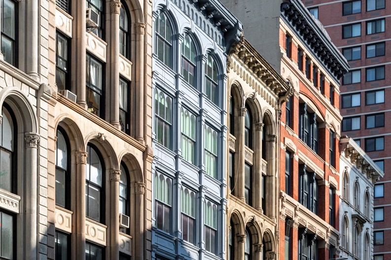Manhattan Lags Behind Surrounding Area in Housing Sales