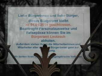 Hinweis am Rathaus Plagwitz