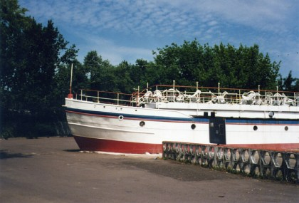 Schiffsbug im Sommer 1999