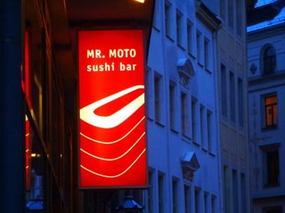 Mr. Moto in der Innenstadt
