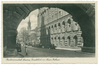 Durchblick am Neuen Rathaus