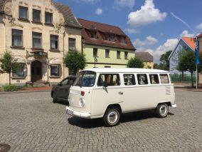 Historischer VW Bus auf dem Markt von Bad Sülze