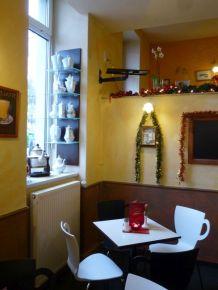 Kaffeetassenstühle im Café Krüger