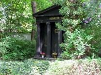 Prächtige antikisierende Grabstätte