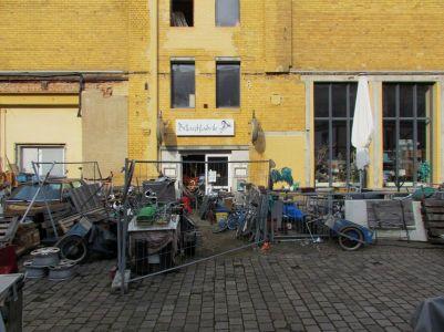 Ehemalige Eisfabrik (über der Tür steht Billardfabrik)