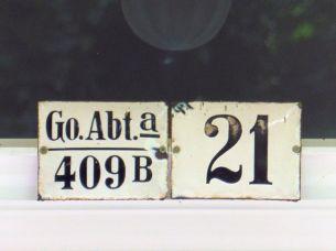 Schwarze Schrift, weißes Schild, Weinligstraße