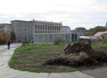 Alte Gehwegplatten auf dem Leuschnerplatz / links: Markthallenstraße