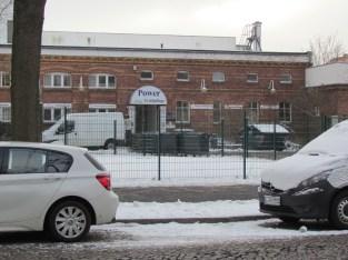 Vorn Baulücke Schönefelder Straße 6, hinten Brotfabrik-Überbleibsel (?)