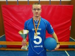 Philipp Tauscher mit Pokal und Medaille