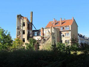 Hinterm Wintergartenhochhaus im September 2012