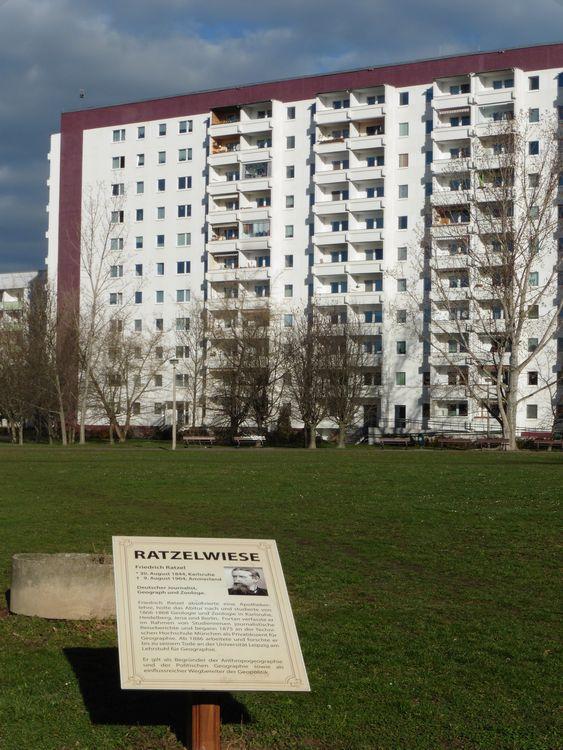 Ratzelwiese im Grünauer Wohnkomplex 8
