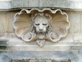 Löwe mit Muschelkragen