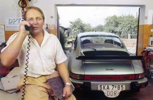 Hartmut Thaßler mit seinem Porsche (Foto: Archiv Hartmut Thaßler)