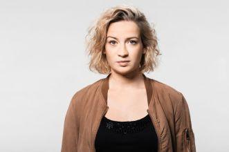 """Nina Gummich als Miriam Schaller in """"Unterleuten"""" (Foto: ZDF/Mathias Bothor)"""