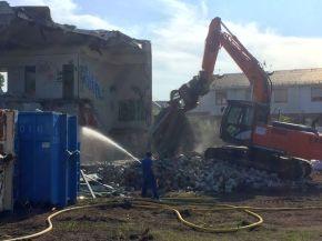 Abriss des Backhefe-Verwaltungsgebäudes im Juli 2021