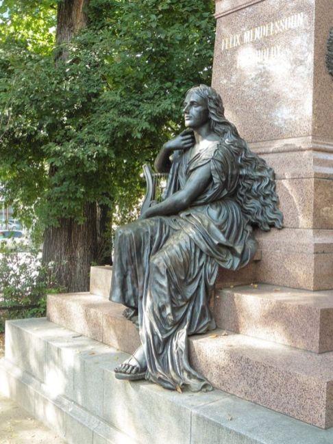 Muse zu Füßen von Felix Mendelssohn Bartholdy
