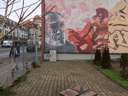 Giebel in der Karl-Liebknecht-Straße