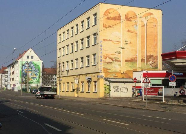Zwei Giebel in der Georg-Schumann-Straße