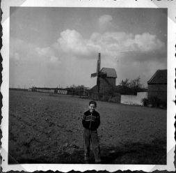 Hans-Joachim vor der Miltitzer Mühle (Archiv Kieseler)