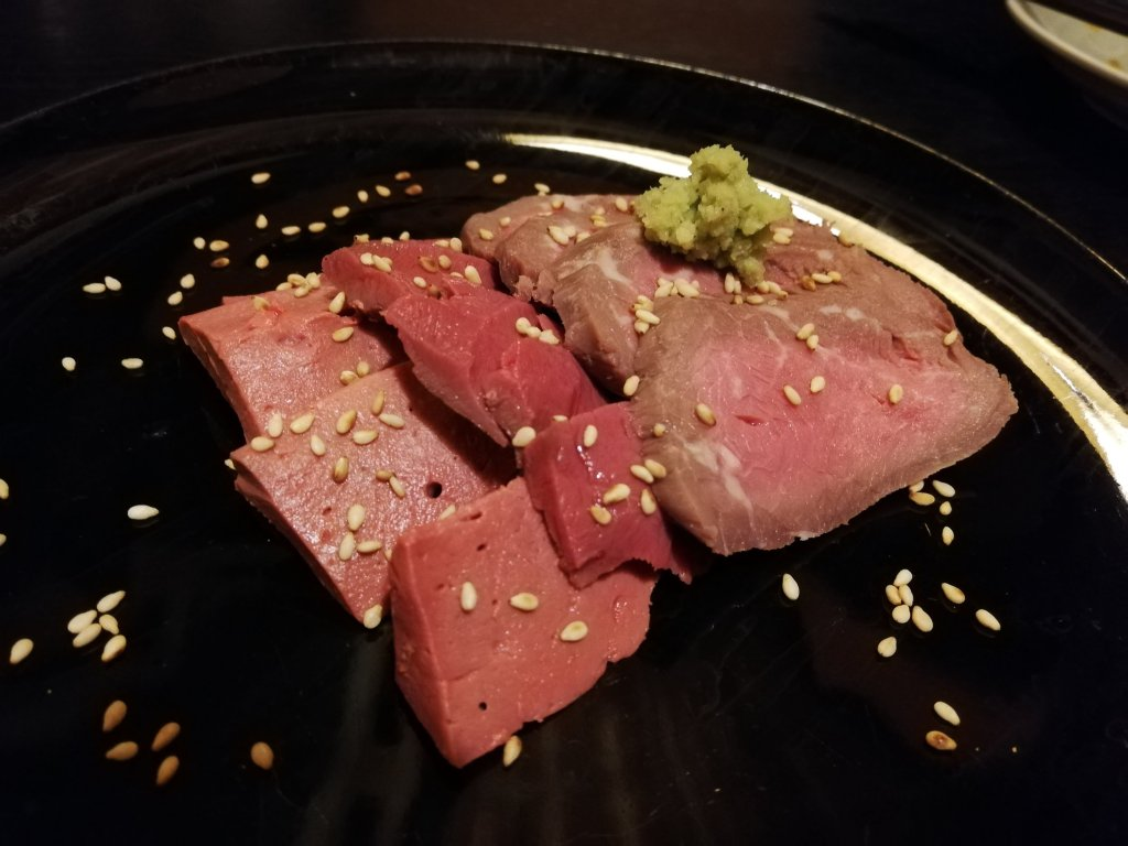 江戸川区瑞江の焼鳥居酒屋炭焼きみやいちの肉刺し盛り合わせ