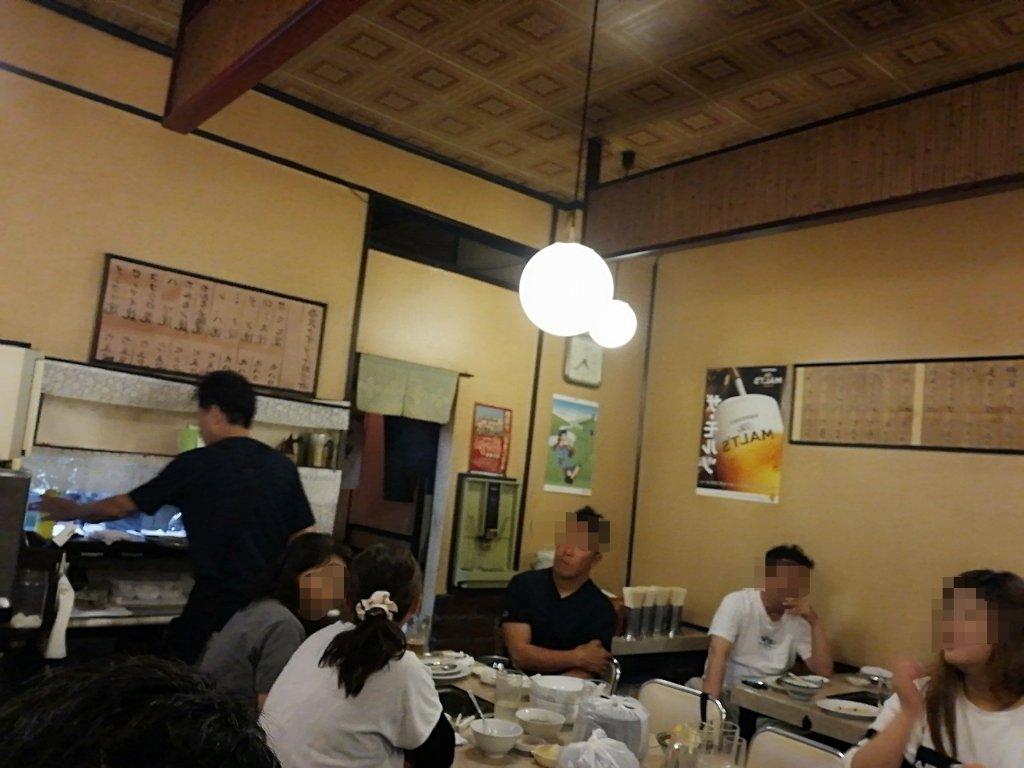 篠崎のホルモン屋さん味楽苑の店舗内観