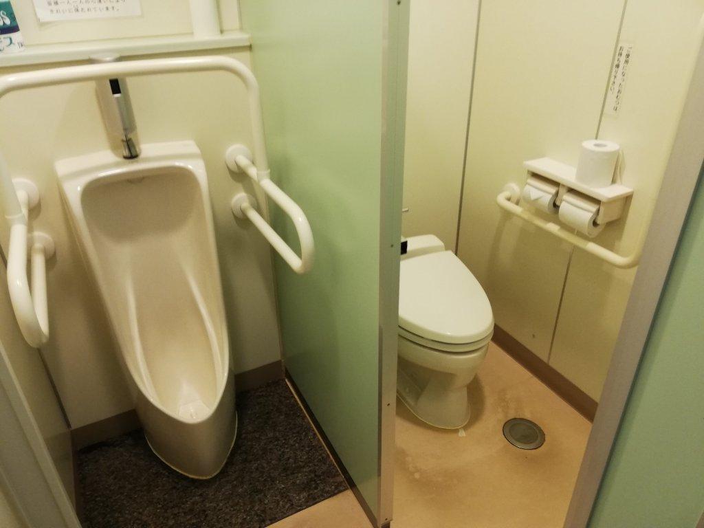 鹿骨区民館の2階のトイレ