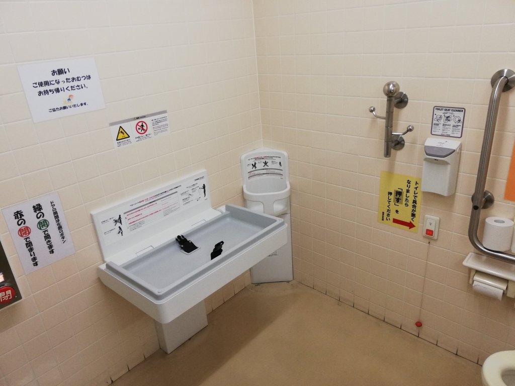 鹿骨区民館の多目的トイレ