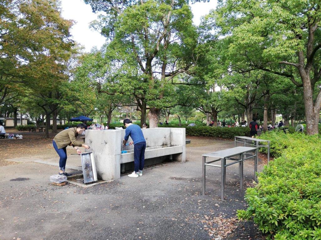 江戸川区篠崎公園のバーベキュー広場の水道や作業台