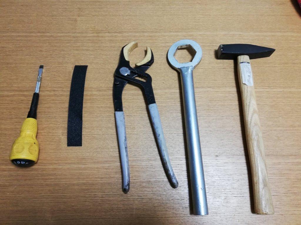 キッチンの水栓を外すのに使った工具類