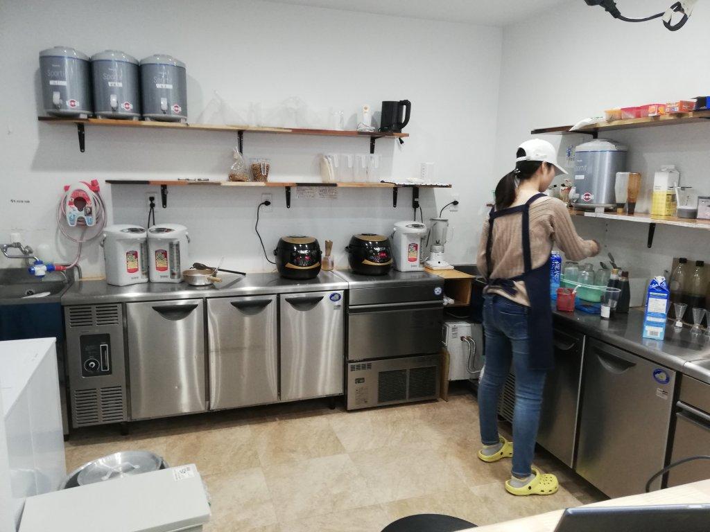 タピオカ専門店の調理スペース