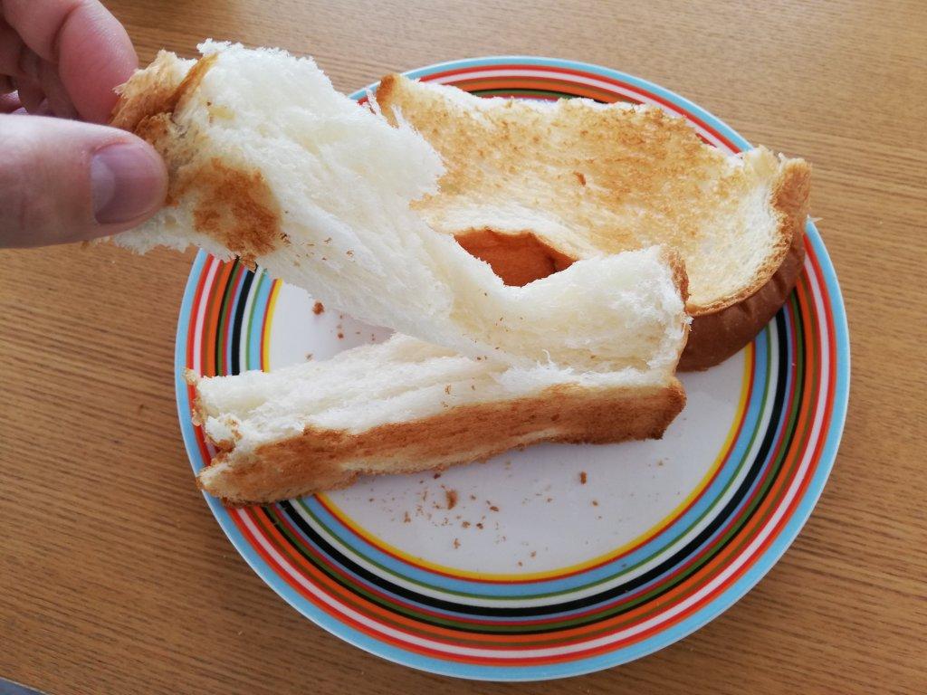 業務スーパーの天然酵母の食パンは手で裂いて食べるとモチモチ