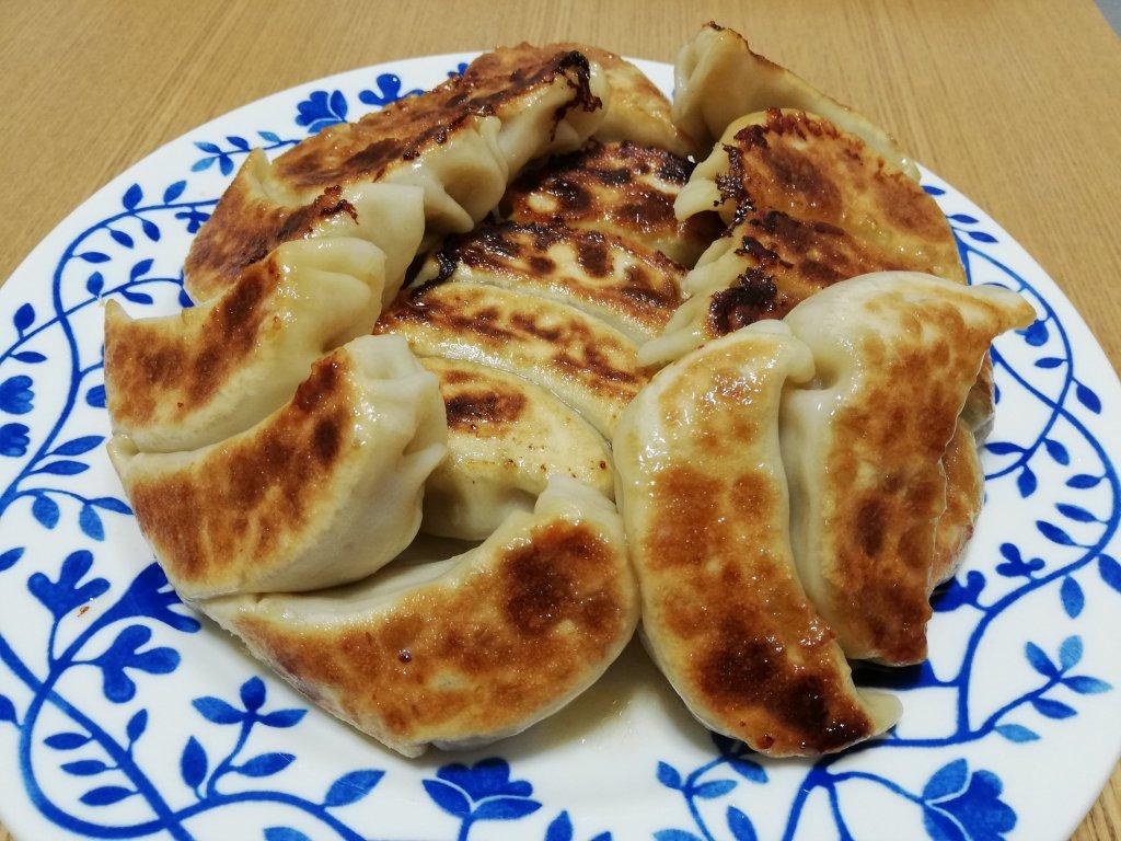 モチモチに焼き上がった飯塚精肉店の餃子