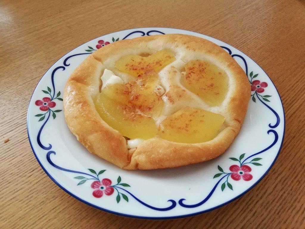 Panificio Pane(パニフィシオ パーネ)のりんごとチーズのパン