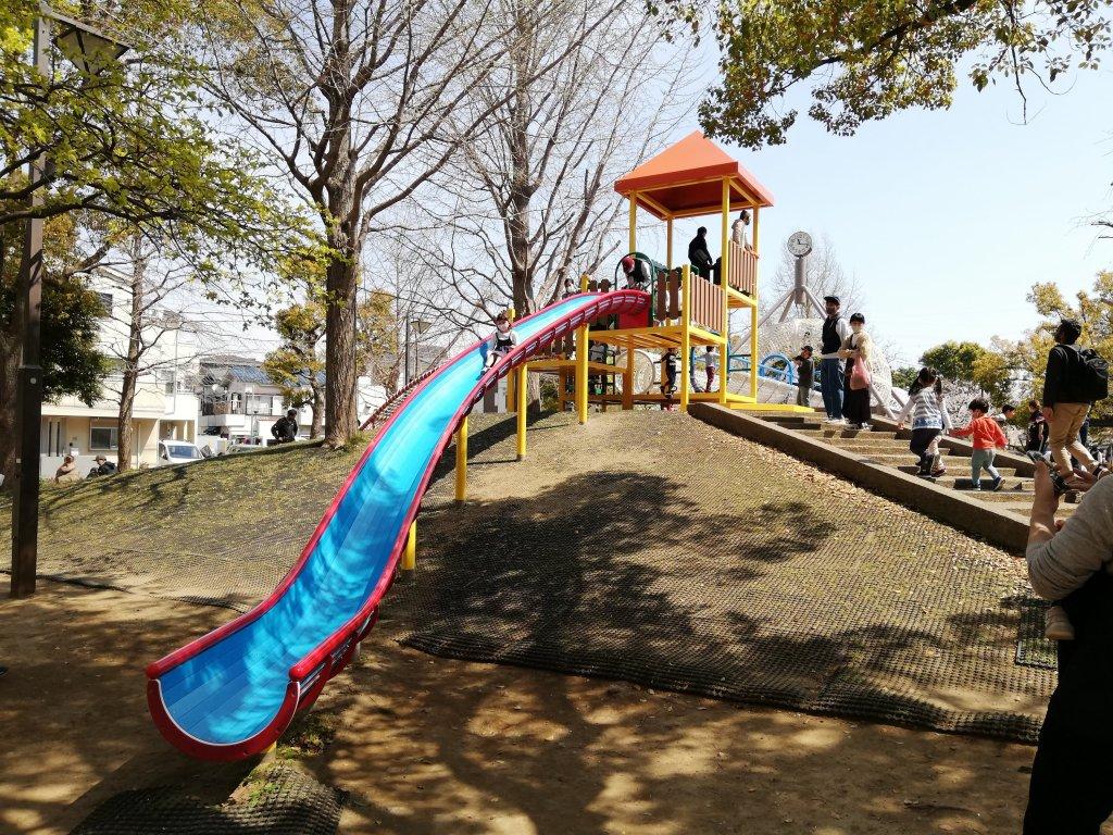 宇喜田さくら公園の大きな滑り台
