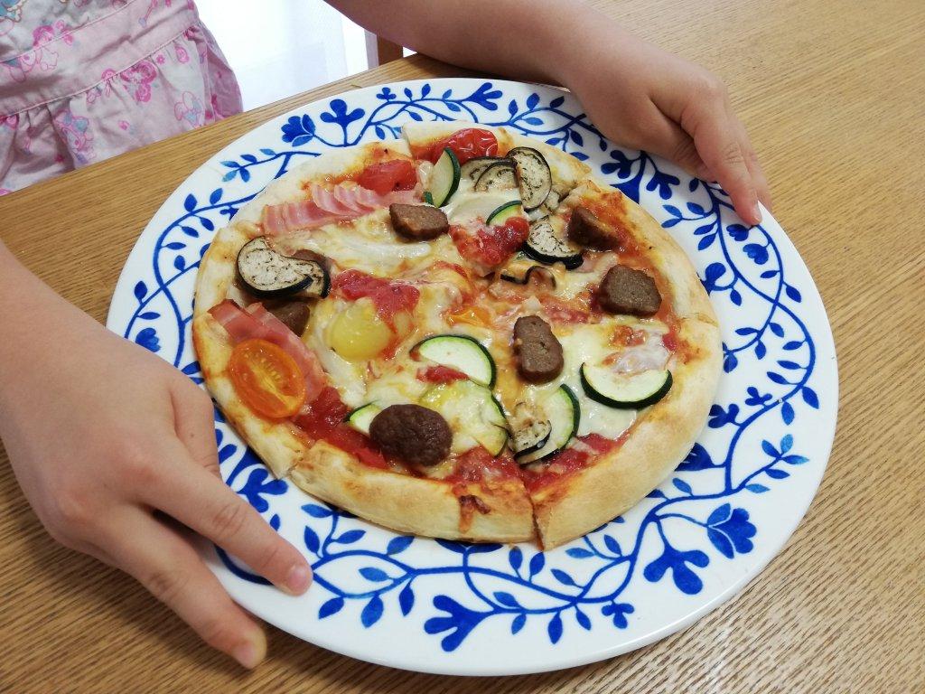 業務スーパーの冷凍ピザ生地で作ったピザ